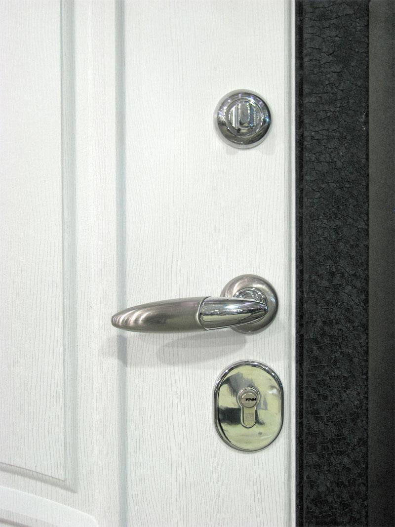 железная дверь белая с серебром